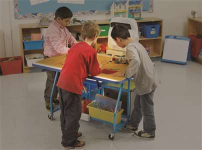 3 in 1 Interactive Easel kids using table mode